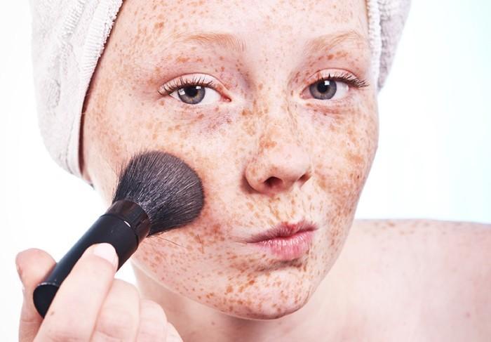 Как сделать макияж на веснушки 304